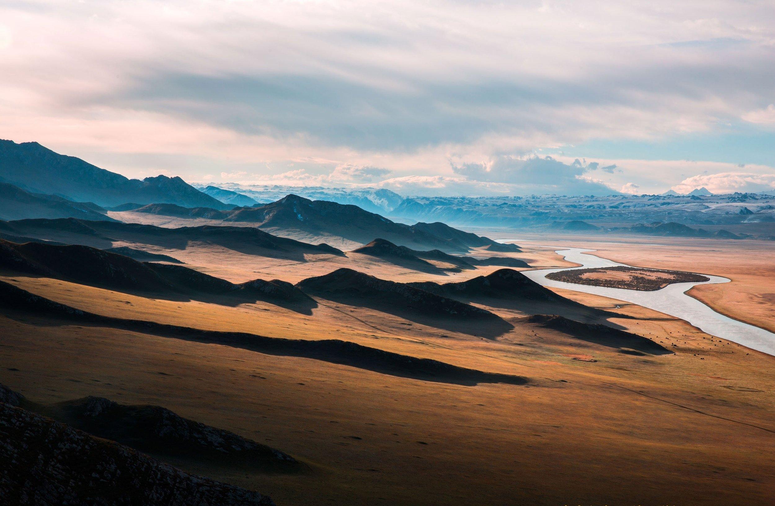 desert-landscape-mountains-37648.jpg