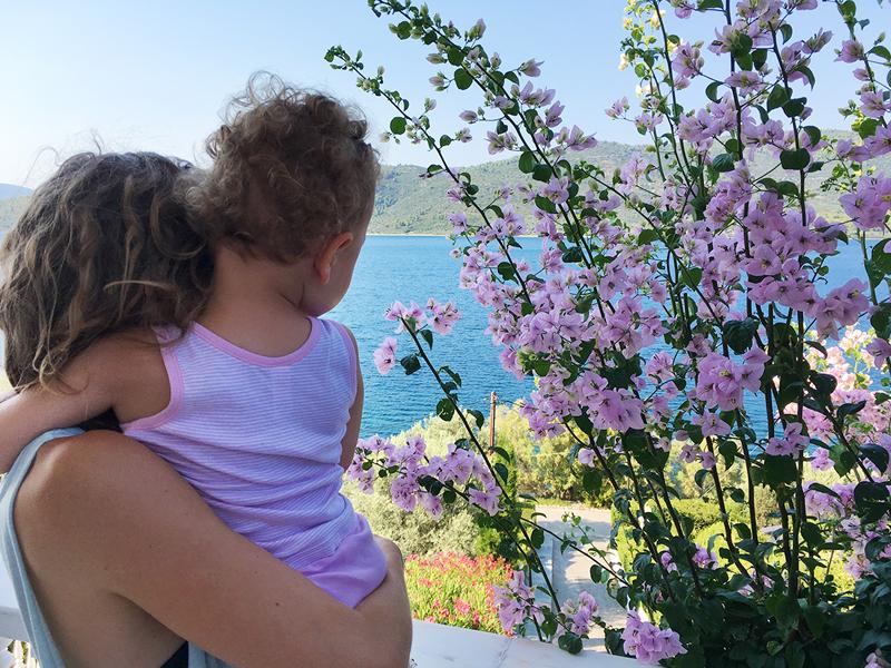 Isabel Dammermann and her daughter Ava in Euboea, Greece, photo: Jonas Kastner