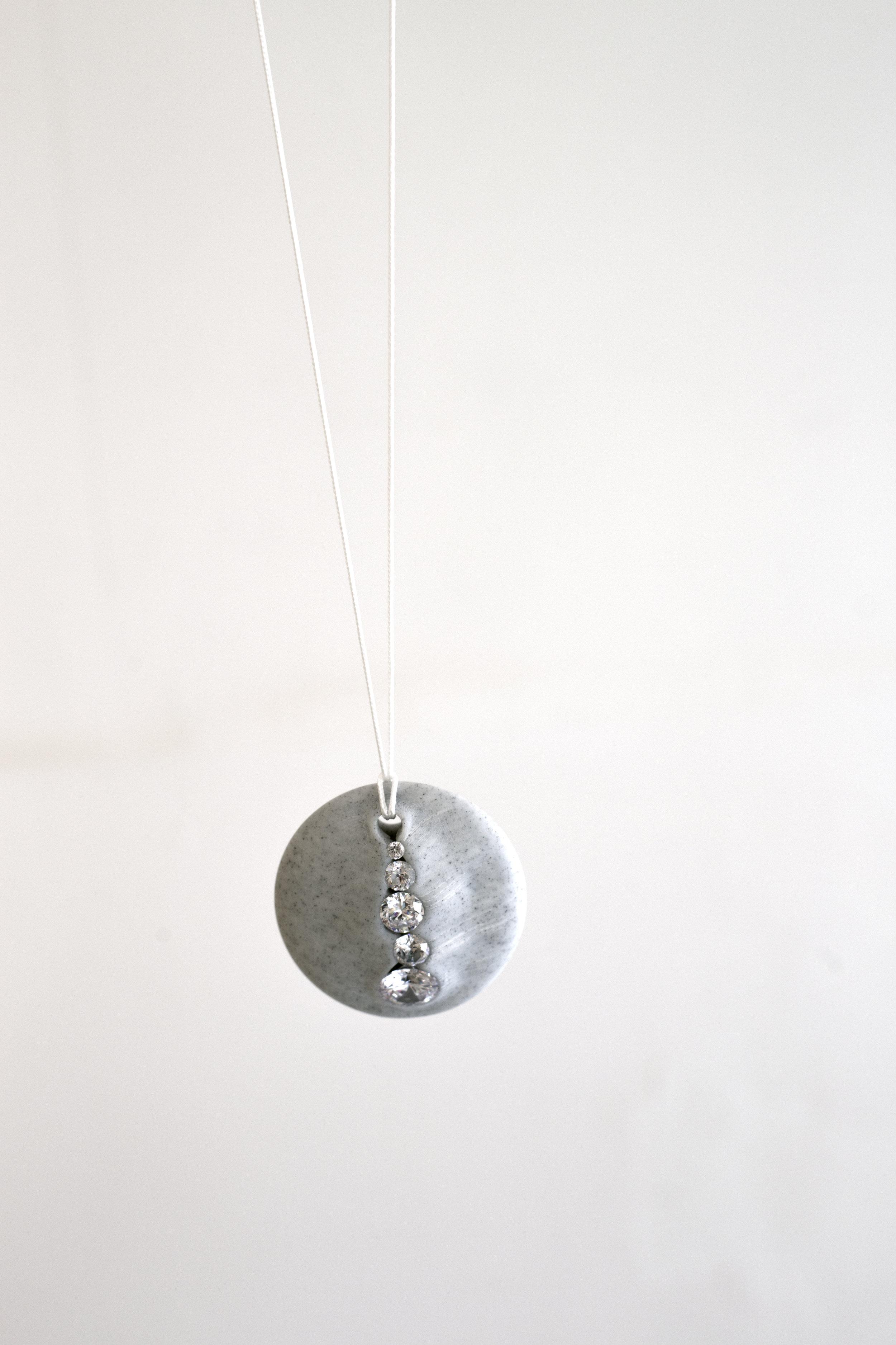 Adam Grinovich, Cowrie pendant