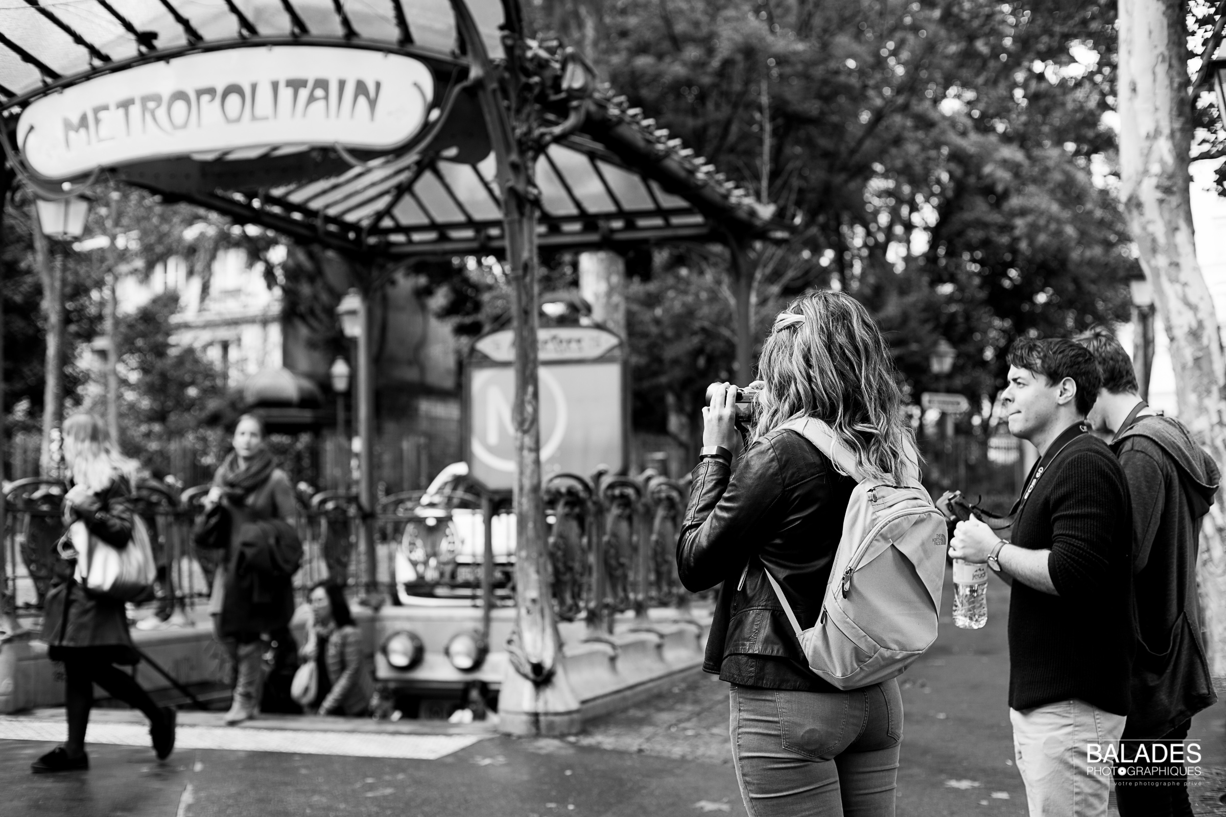 SNAPSHOTS OF MONTMARTRE - 12 SEPT