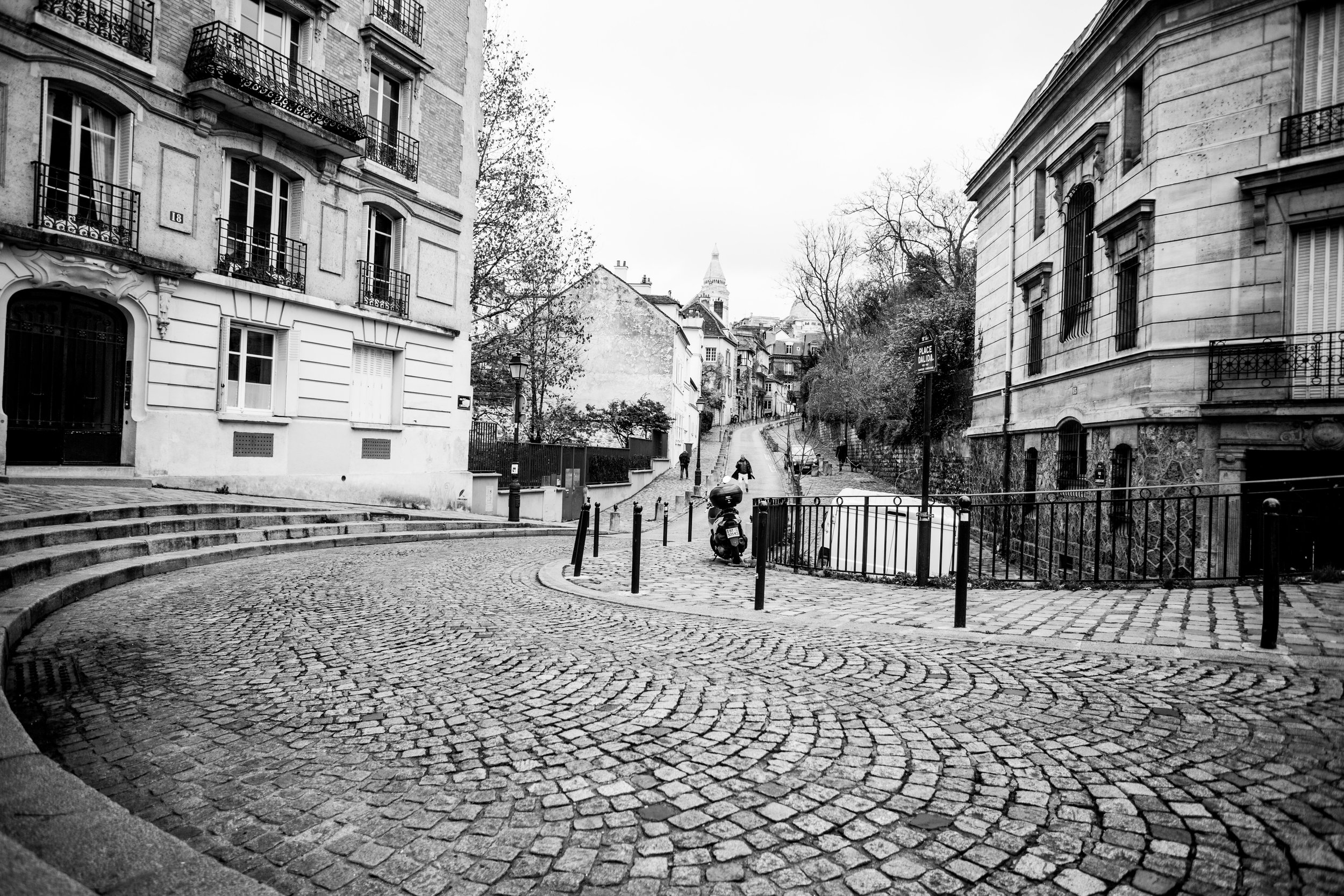 SNAPSHOTS OF MONTMARTRE - 5 DEC