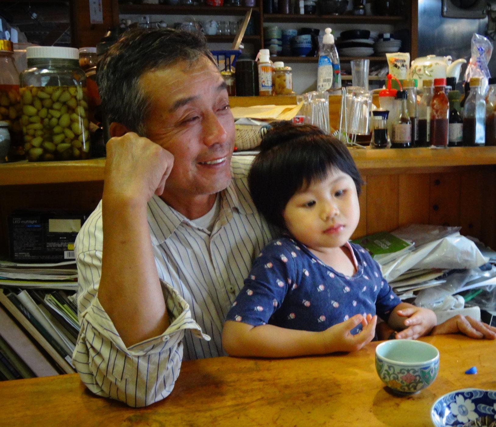 Master Aigamo Farmer Takao Furuno and granddaughter Moma