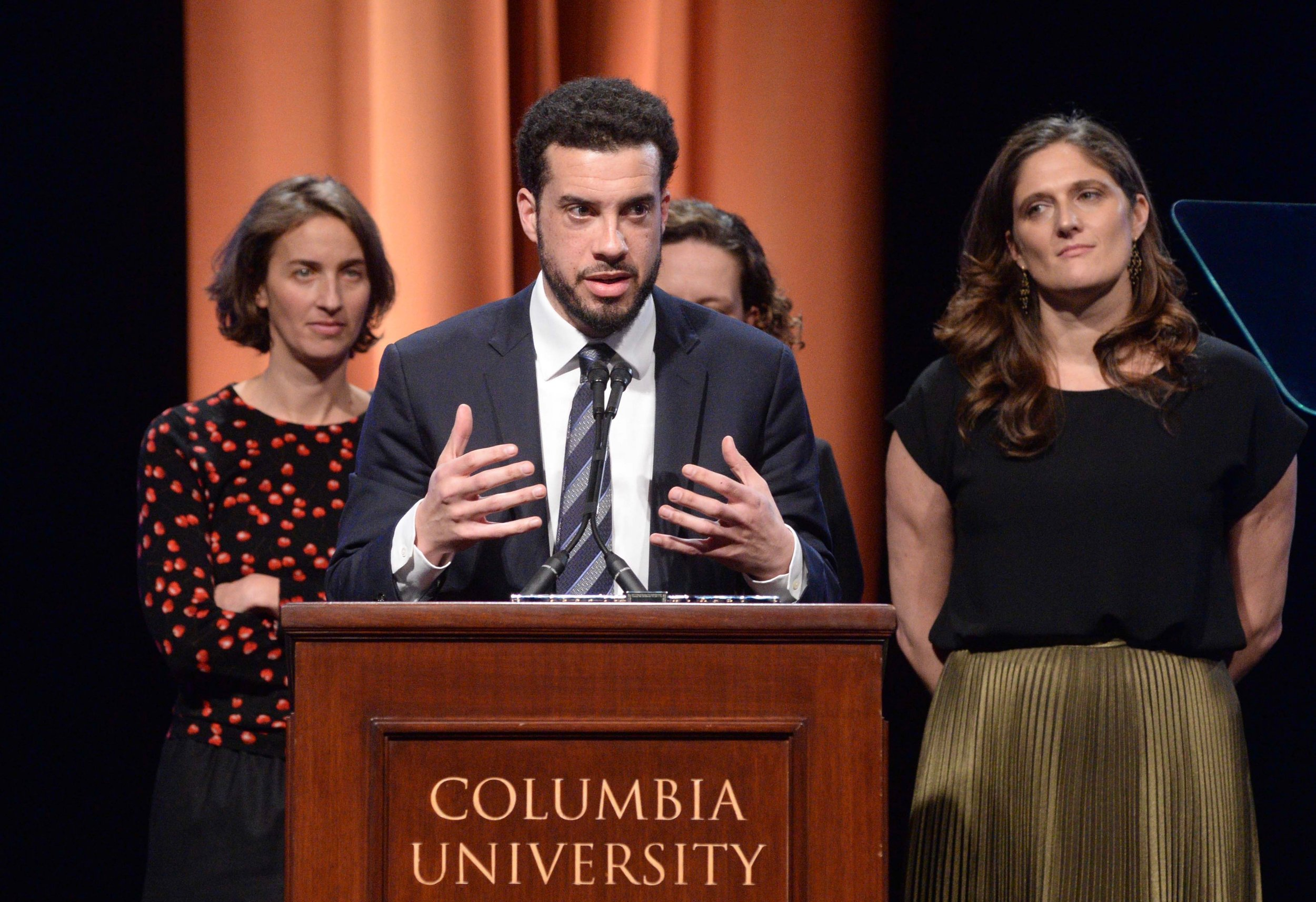 Ezra Edelman accepts the 2017 duPont-Columbia Award for his ESPN film, O.J.: Made in America, along with Producers Tamara Rosenberg, Nina Krstic, and Caroline Waterlow.