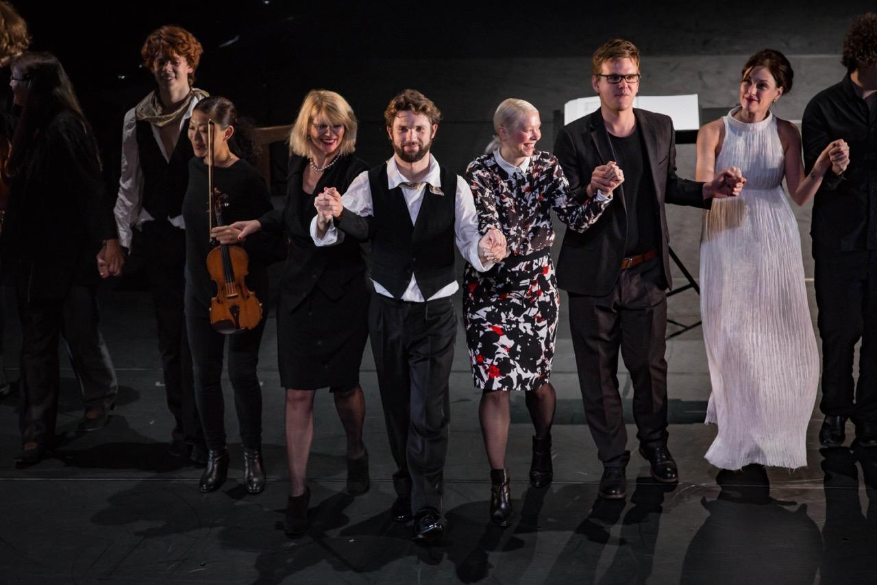 Kampnagel, Hamburg | Ensemble Resonanz  Natalia Horecna, chereograph  © Silvano Ballone - November 2015
