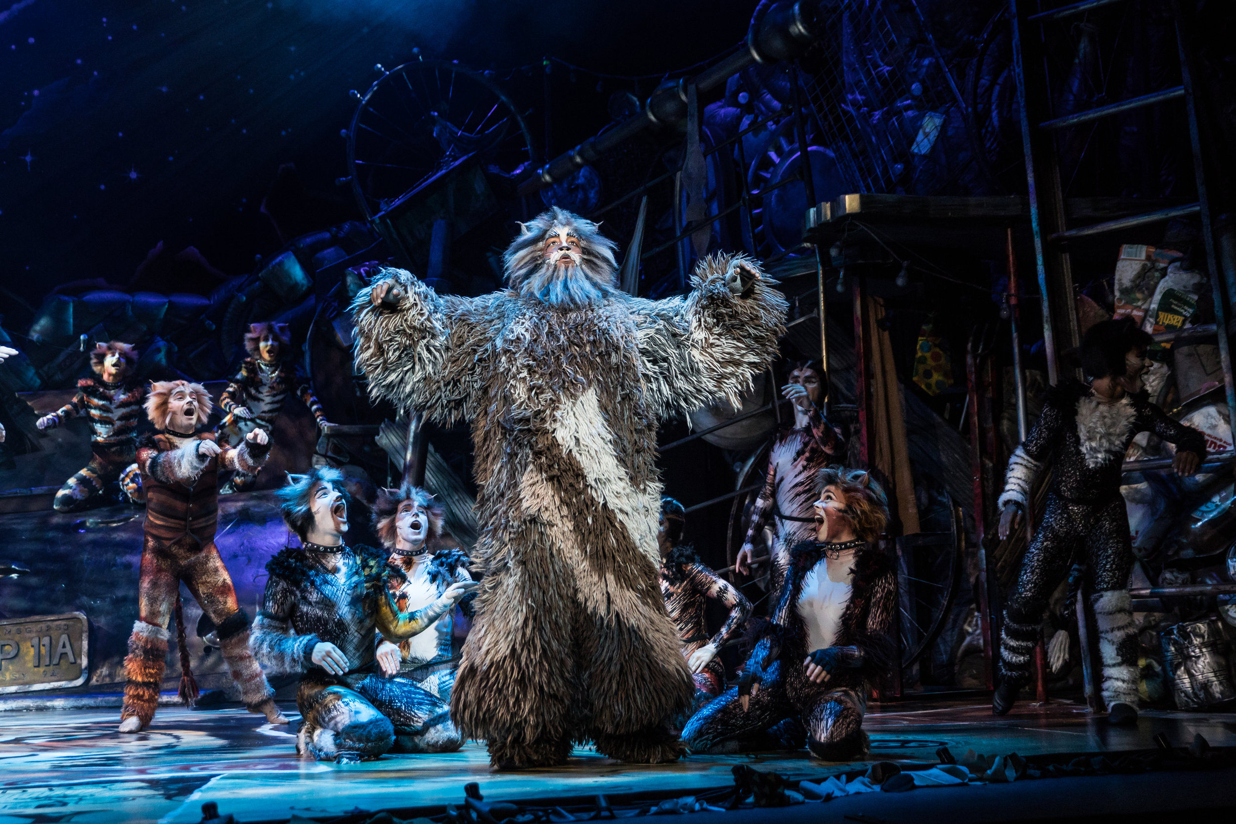 Brandon Michael Nase as 'Old Deuteronomy' and the North American Tour Company of CATS. Photo by Matthew Murphy. 2019.jpg