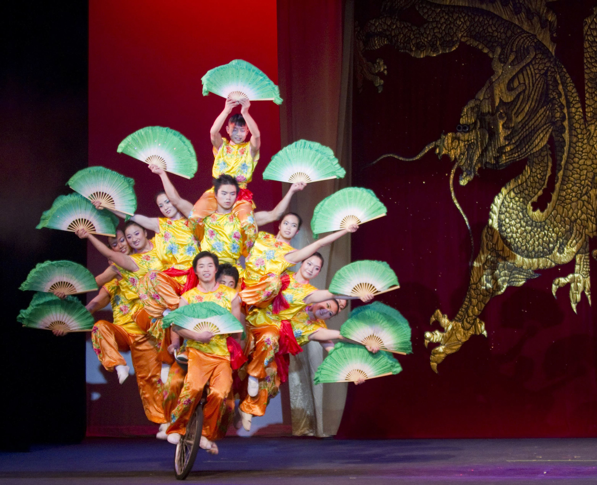 Peking_Acrobats_pc_Tom_Meinhold_Photography_1_300dpi.jpg