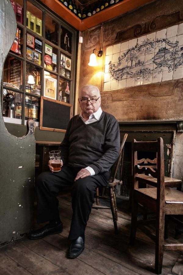Peter Ackroyd (1949-...)