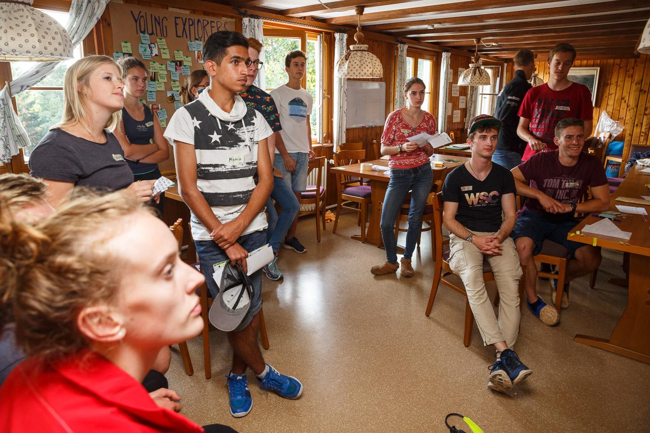 Gespanntes Zuhören beim Design-Thinking Workshop.