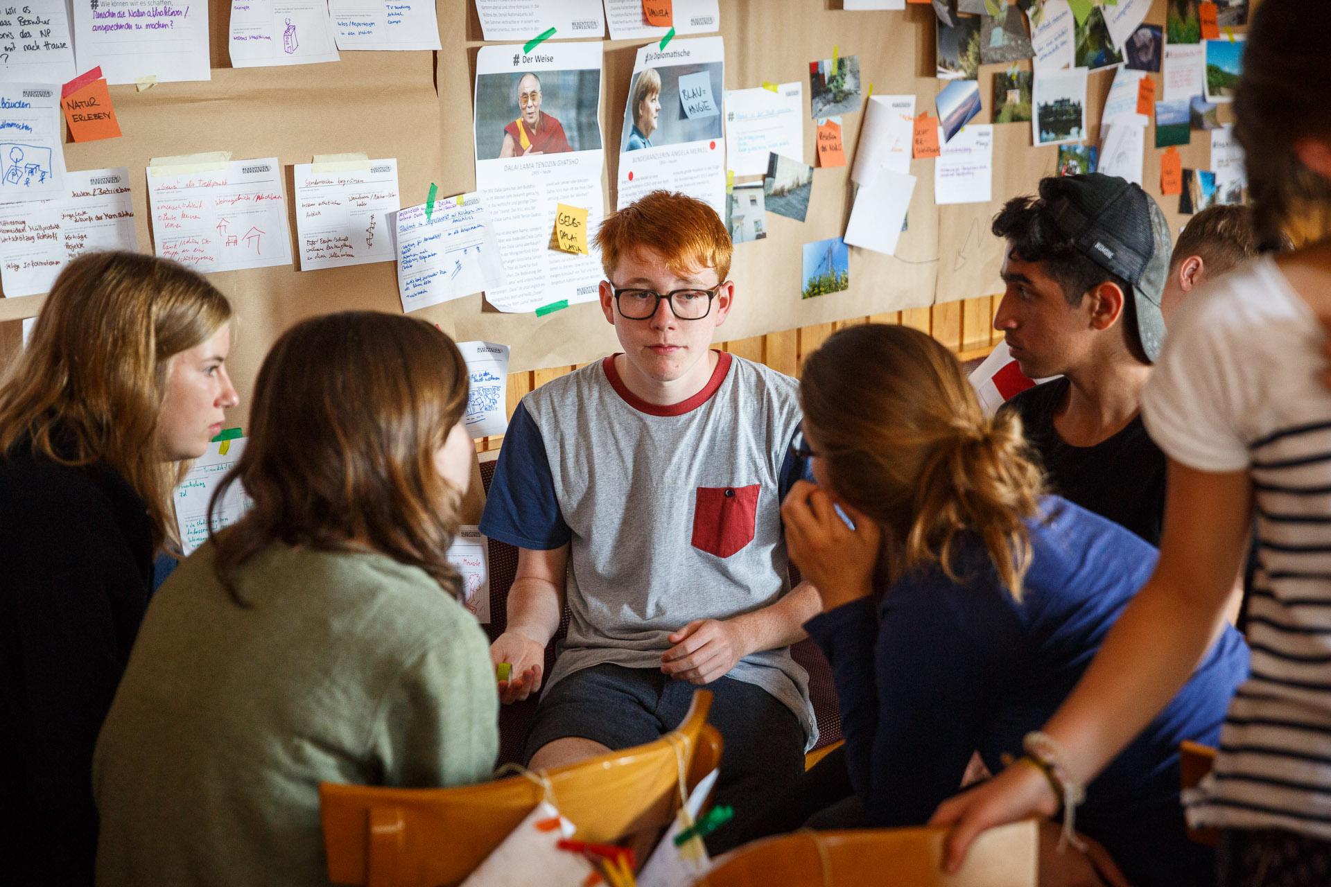 Anhand der Themen, die in den letzten Tagen diskutiert wurden, entwickeln die Teilnehmer in Kleingruppen Projektideen.