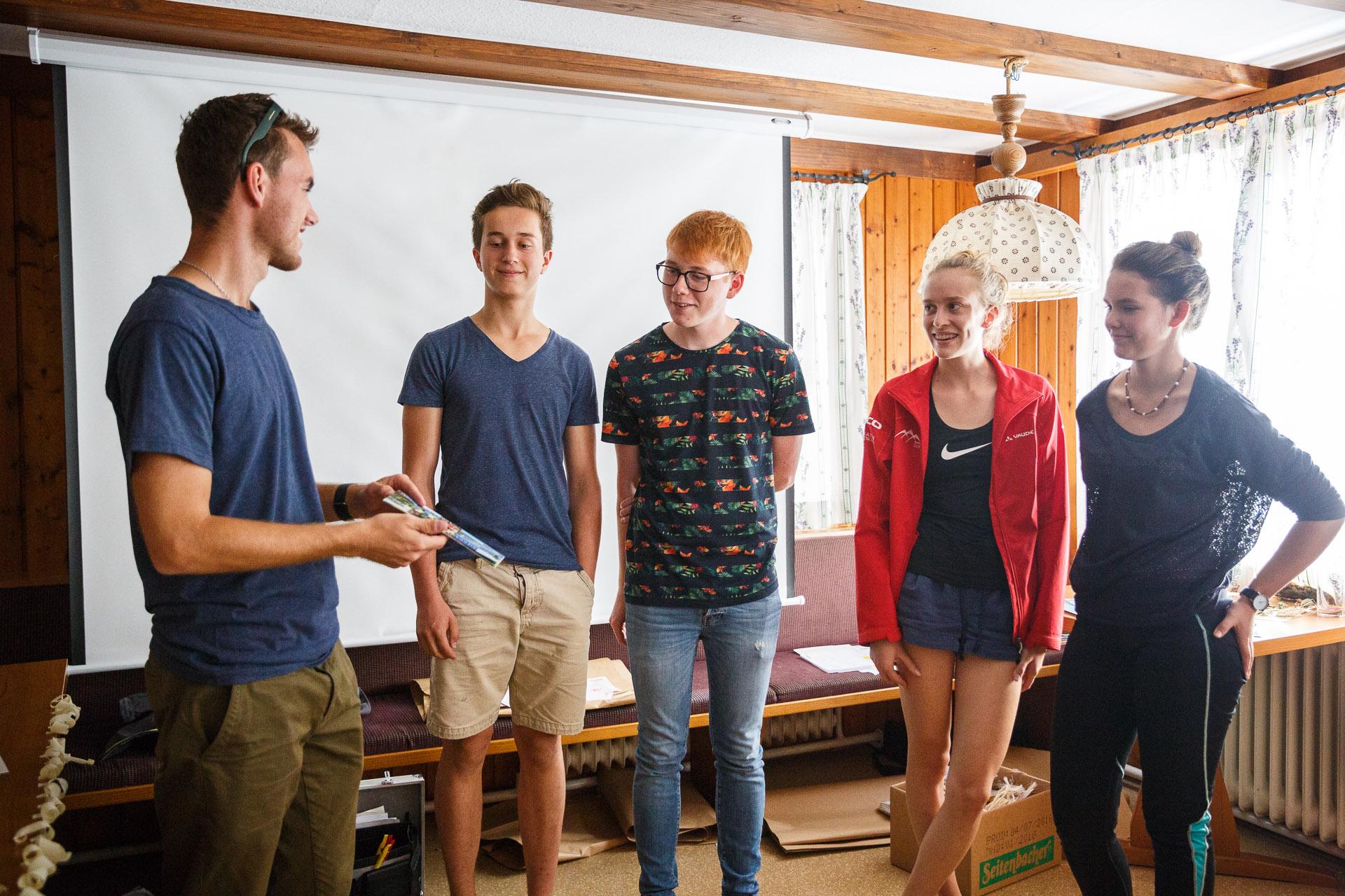 Die glücklichen Gewinner des Film- und Fotowettbewerbs freuen sich über einen Tag am Titisee im Hochschwarzwald - inklusive Besuch im Badeparadies und im Action Forest Kletterwald.