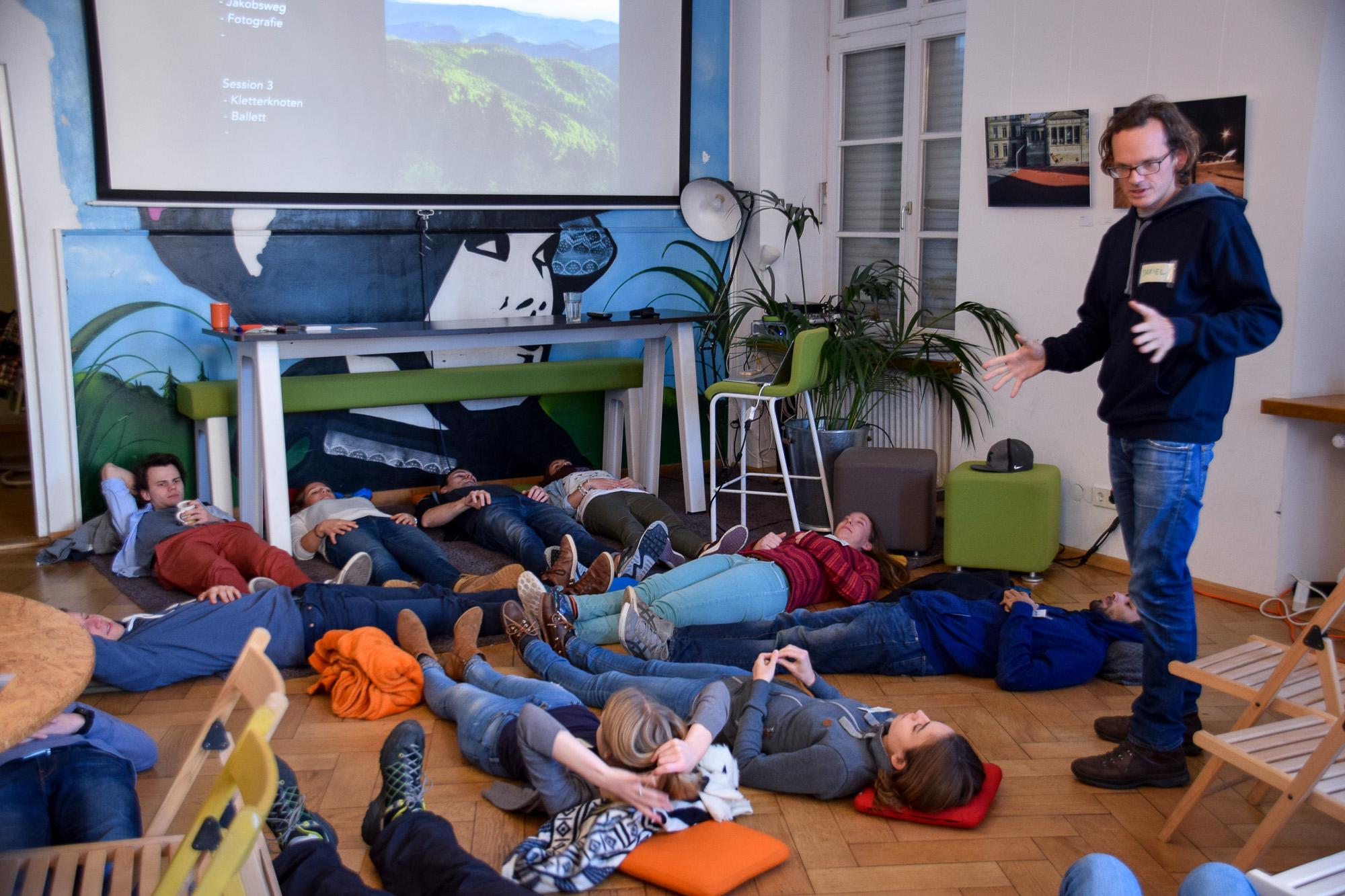 In den spontanen Workshops war so einiges geboten.Auf dem Boden liegend...