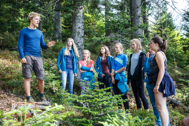 Benni erzählt von seinen Erfahrungen in der Wildnis.