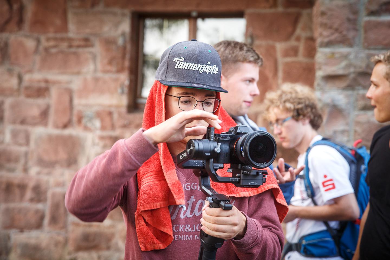 Auch die Menschen, die hinter der Kamera stehen, können interessant sein ;)