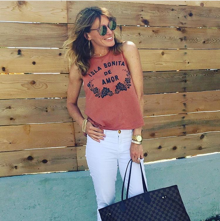 Tawni is a bad ass stay at home mom blogger who loves working out and fashion.