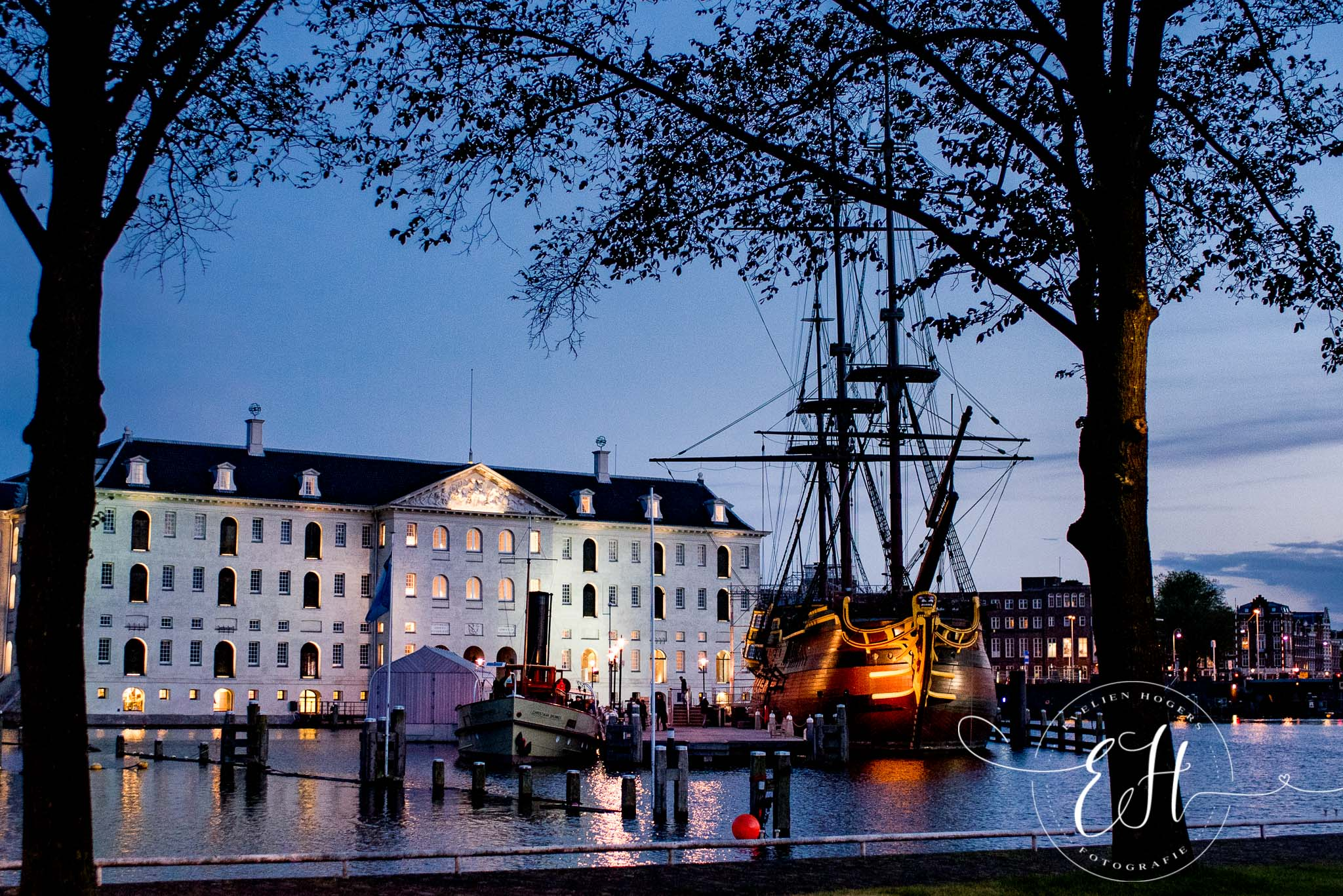 loveshoot-in-amsterdam-evelien-hogers-fotografie (22 van 26).jpg
