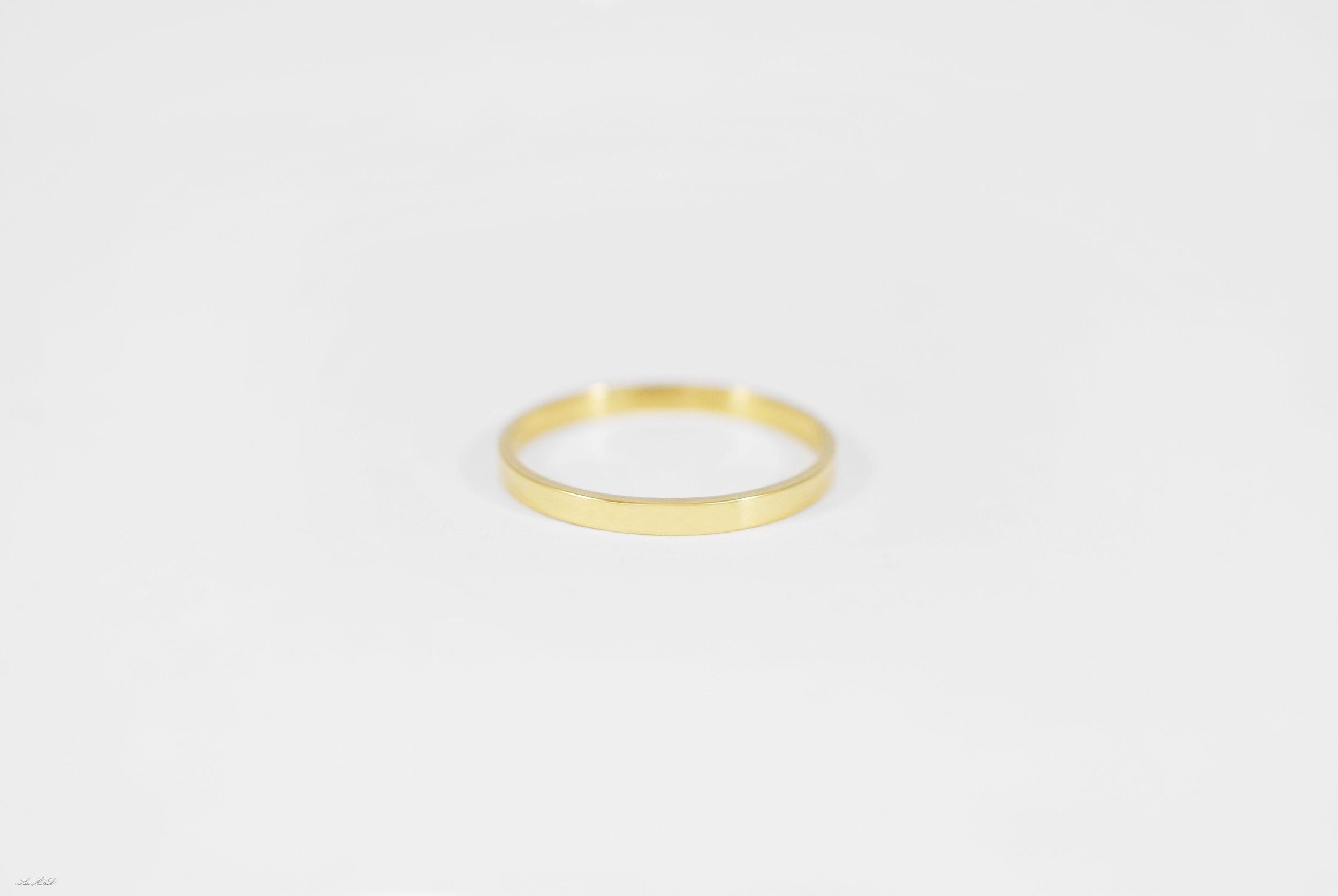 gold rect. ring.jpg