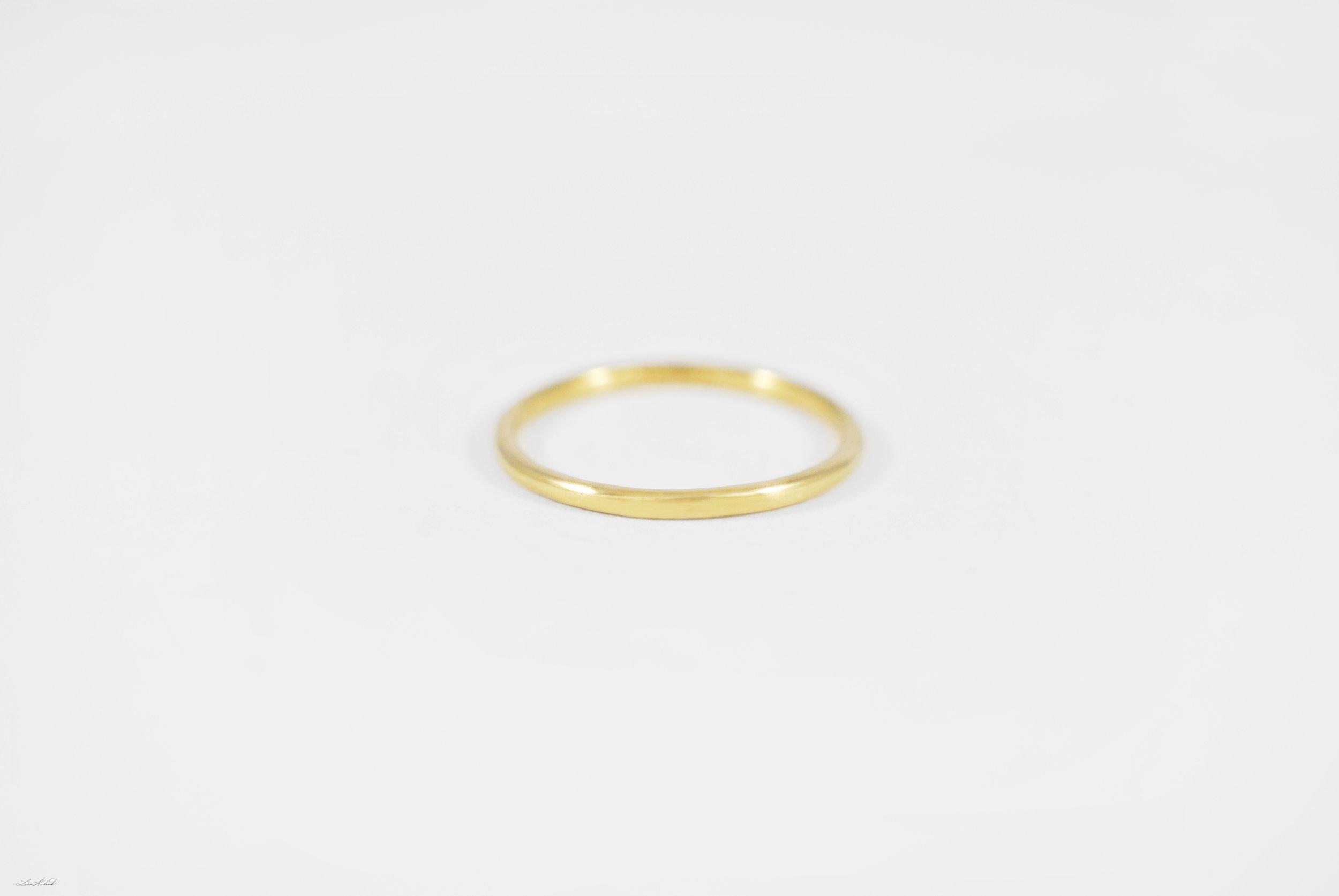 gold round wire ring.jpg