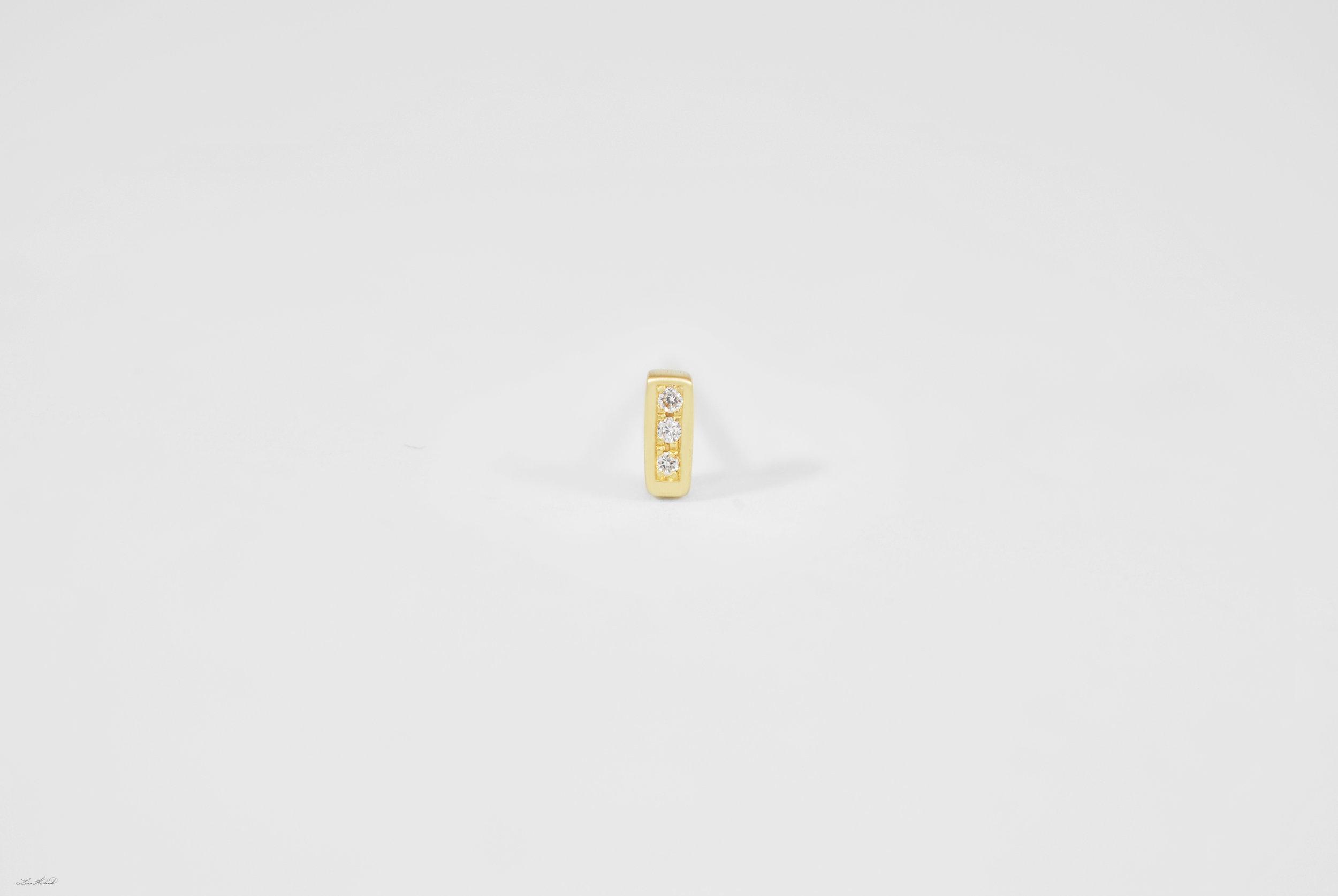 gold bar stud w 3 dia.jpg
