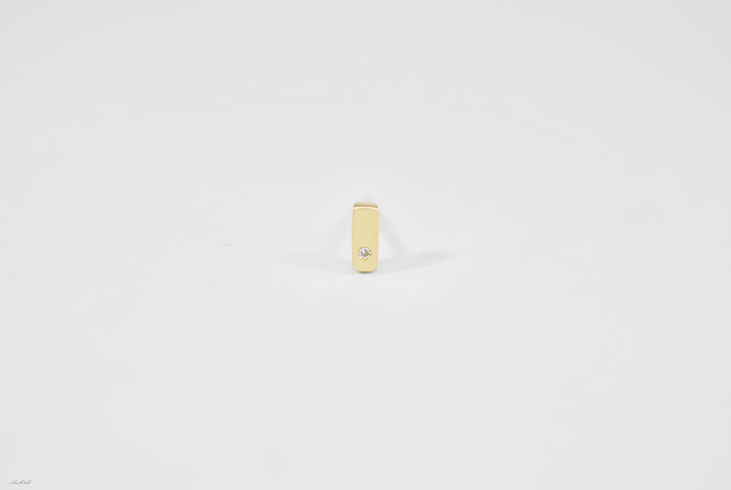 gold bar stud w 1 dia.jpg