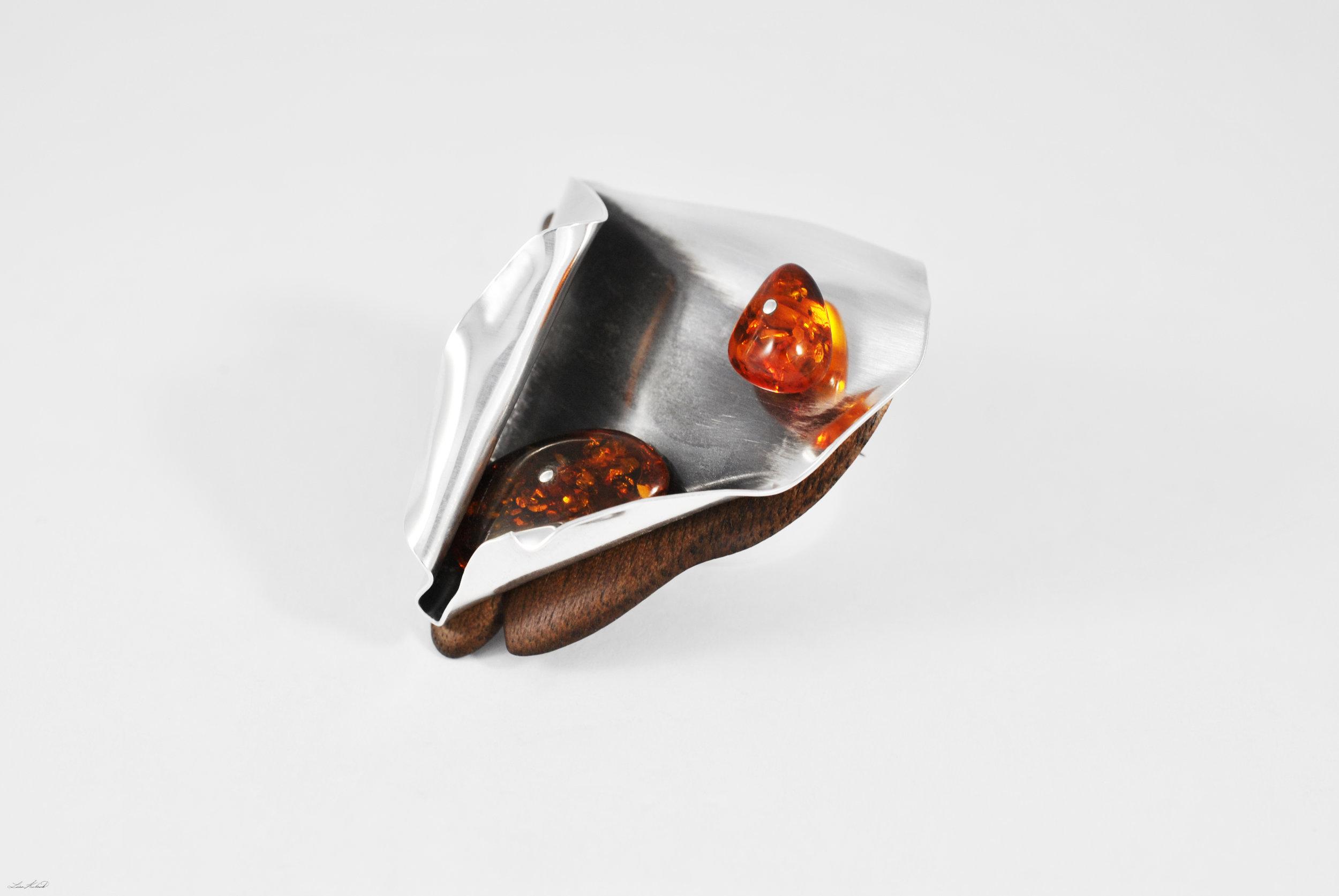 amber brooch 4.jpg