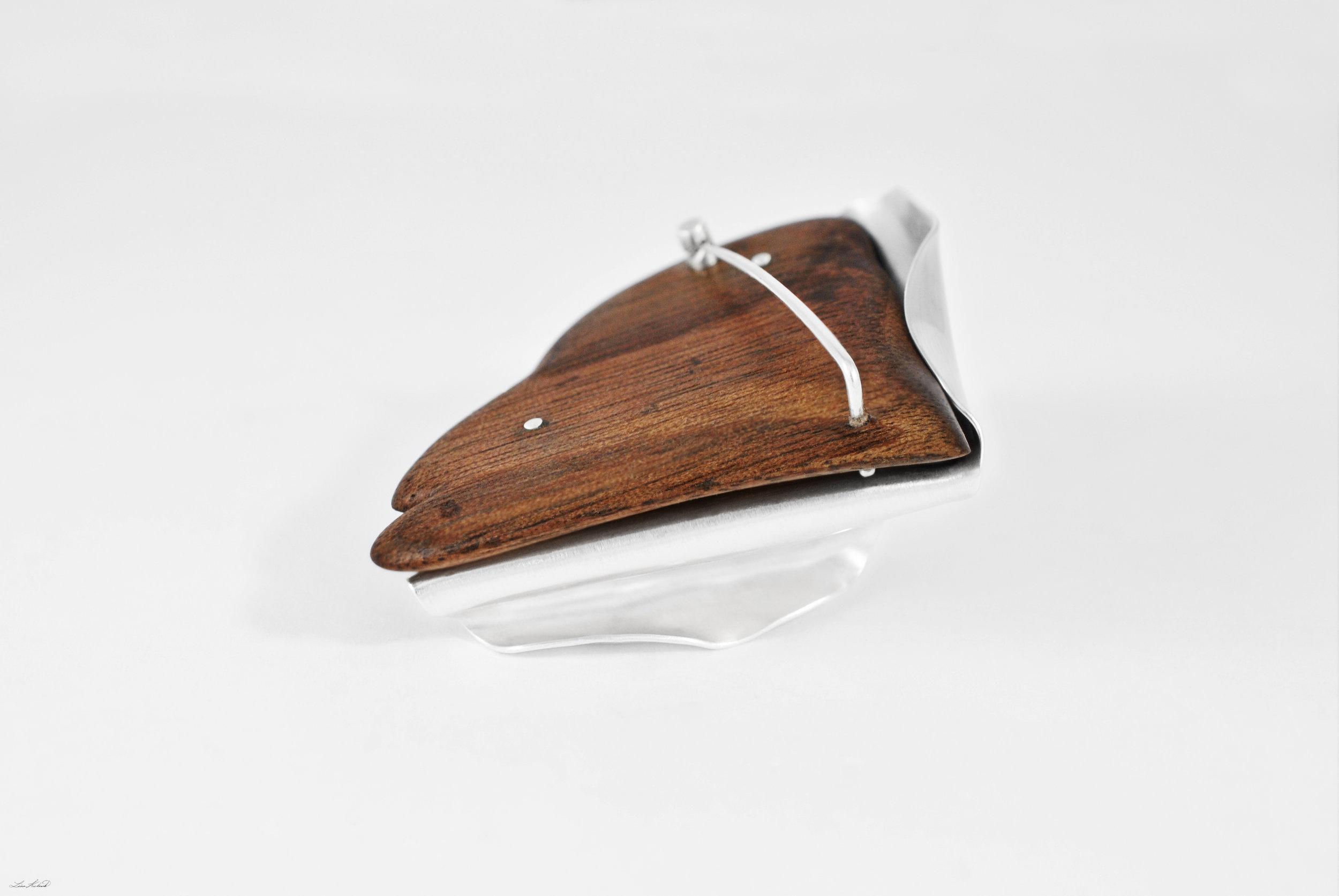 amber brooch 6.jpg