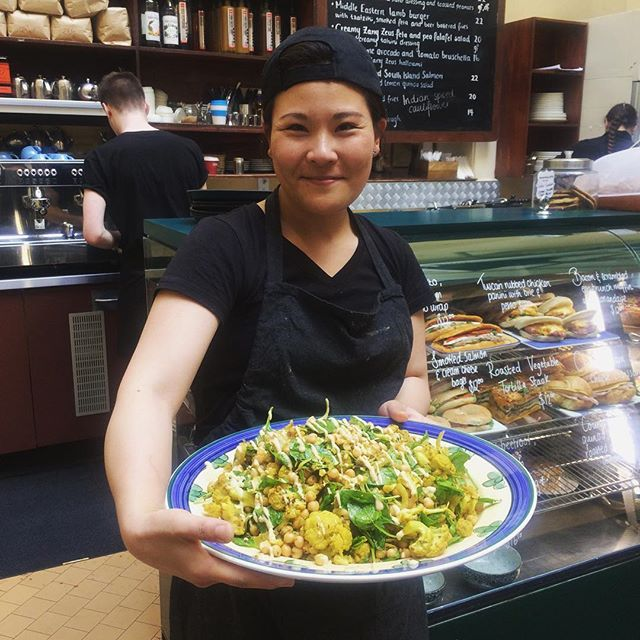 Our lovely Lena and her creation! Spiced cauliflower salad with a yoghurt dressing 😍😍😍