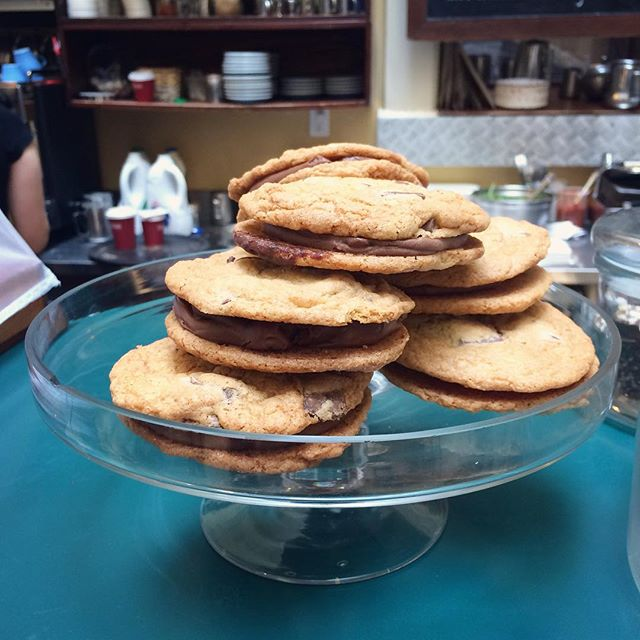 Treat yourself this weekend with our chocolate chip cookie sandwiches! 😍😍