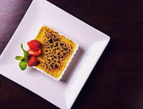 Have you tried any of our house-made desserts? Next time you visit, treat yourself to the Creme Brulee! #HudsonMalone #CremeBrulee #Housemade #Dessert #Midtown