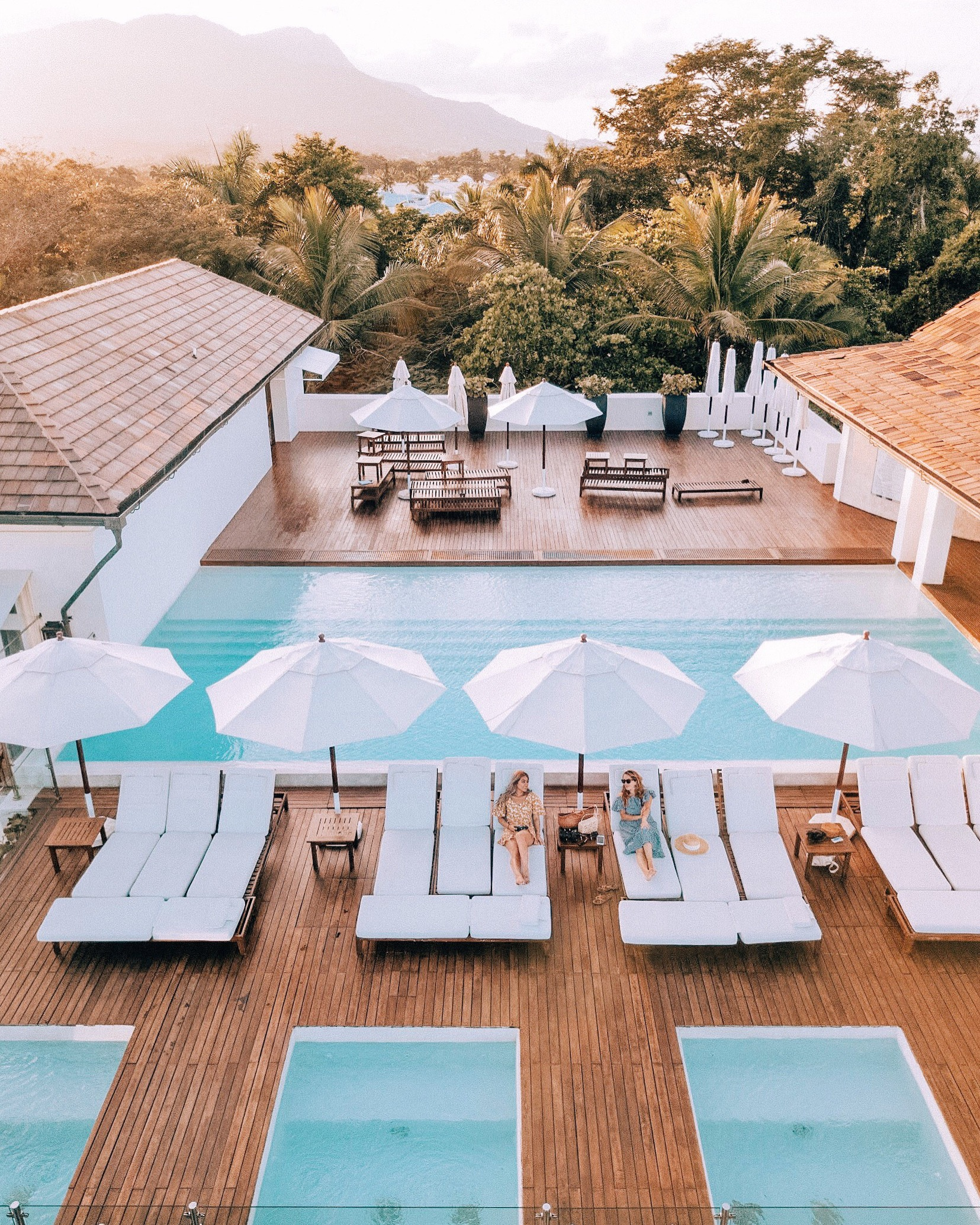 Sleep    Casa Colonial & Spa   /  Sea Horse Ranch Villas  /   Hodelpa Nicolas de Obando   /   The Beach Club at Sea Horse Ranch  /  Casas de XVI