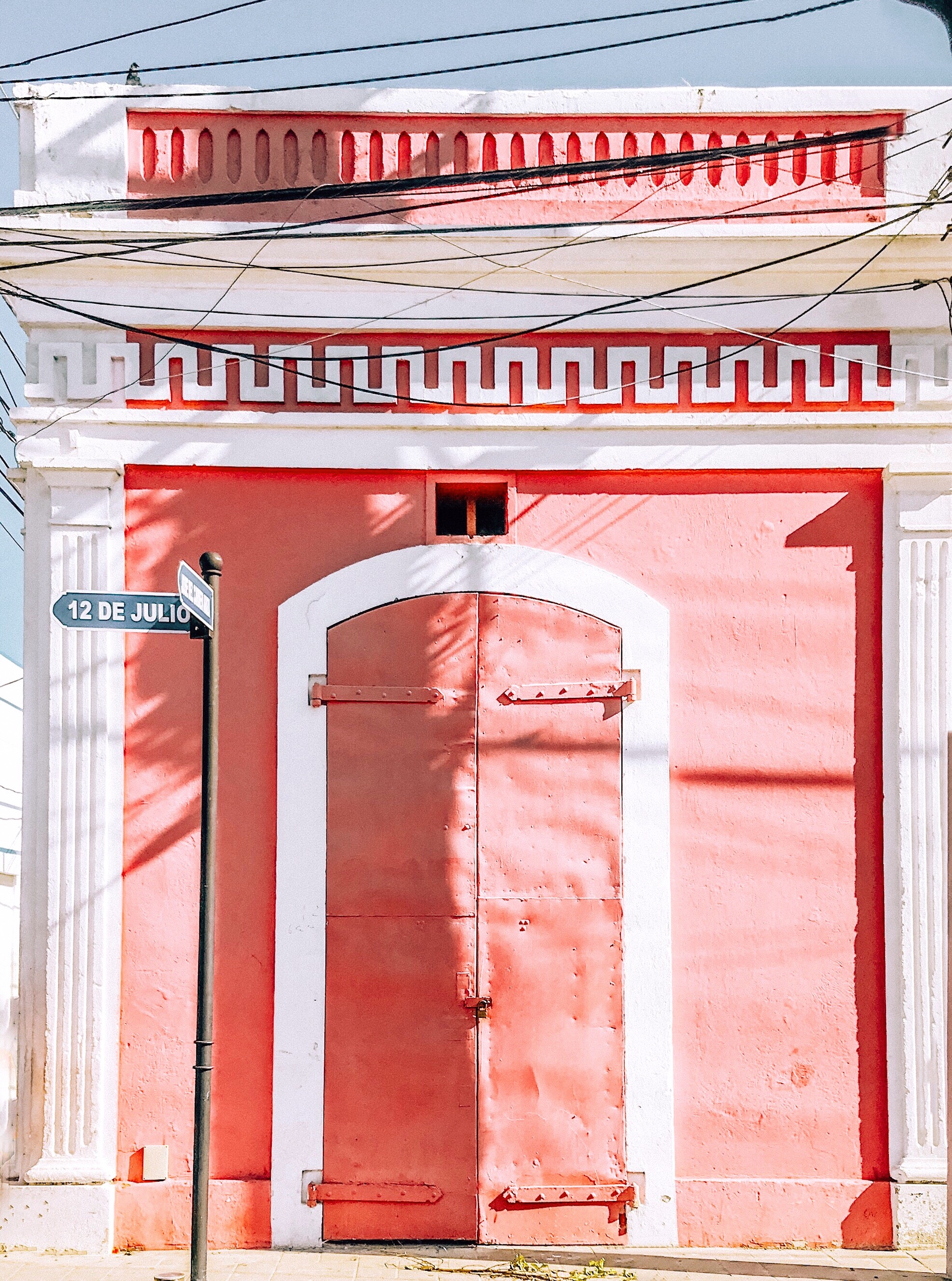puerto.plata.pink.building.JPG
