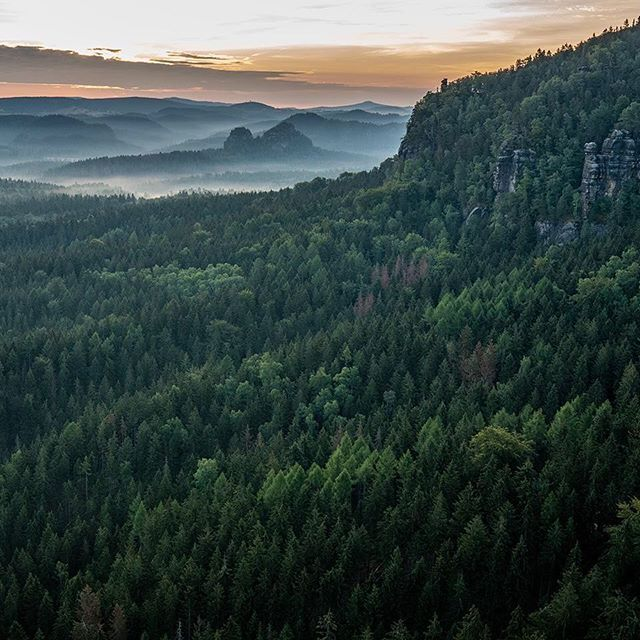 Getting back to nature over the weekend was invigorating. After our first experience cave camping, I rose early and caught this moment from our perch among the rocks. What a way to start the day🌅 . . . . . . #sächsischeschweiz #nationalpark #germany #deutschland #caveman #cavelady #cavecamping #dawn #daybreak #gutenmorgen #saxonyswitzerland #mist #forest #mountain #camping #sunrise #earlybird #sonya7rii #aov #artofvisuals #herecomesthesun #roomwithaview