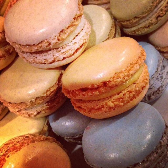 Maca-SWOON 💓💓💓 . . . #designinspo #designinspiration #color #colorpalette #colorinspiration #design #sweettreats #bakery