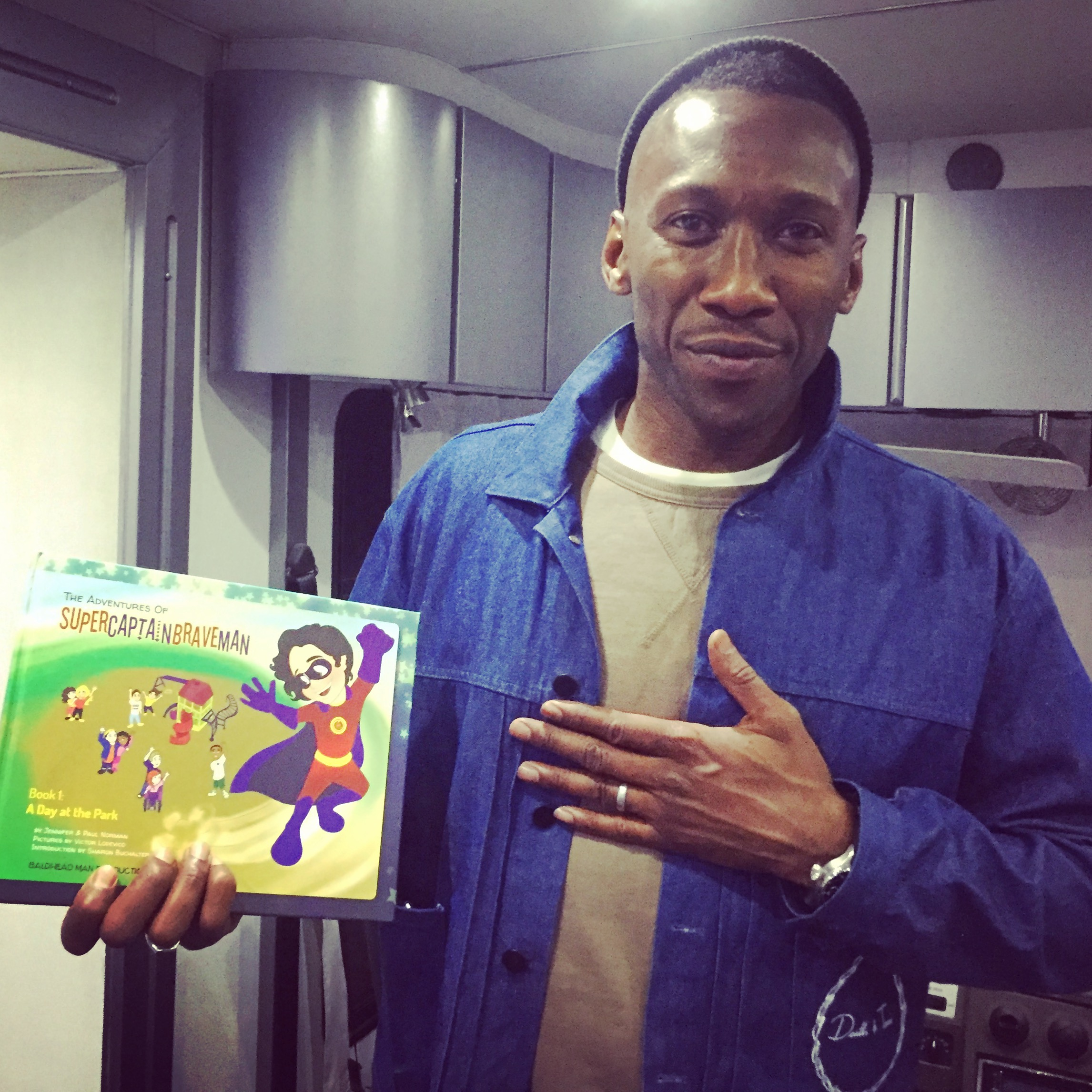 mahershala ali is touched by the message of supercaptainbraveman