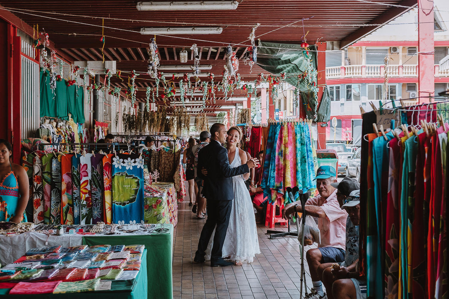 bride and grom waltzing next to stall owners at tahiti markets