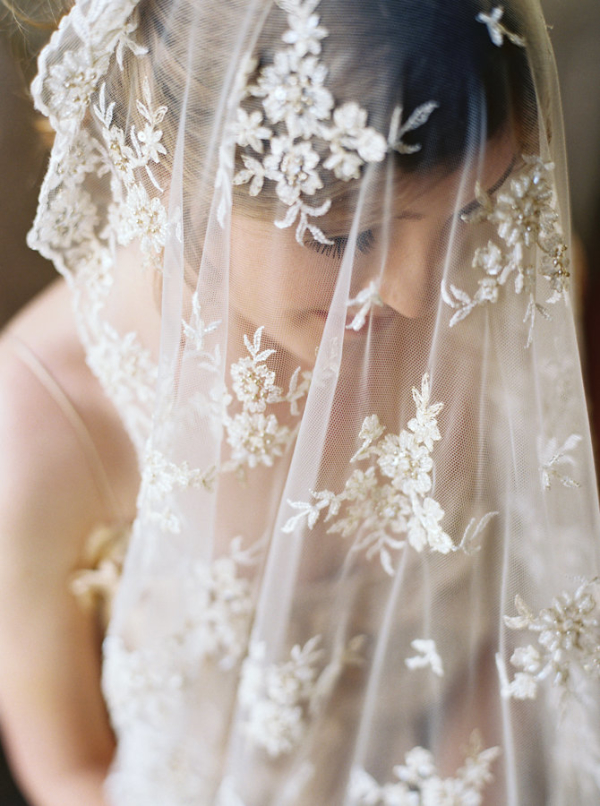 Bride-in-Lace-Veil-600x806.jpg