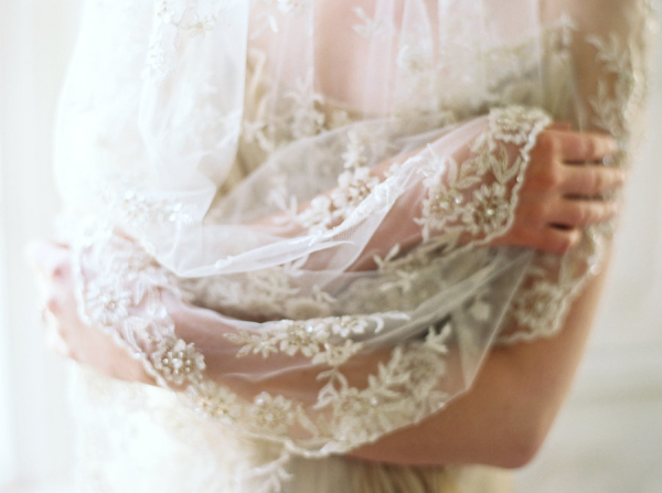 Lace-Veil-for-Bride-600x447.jpg