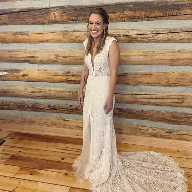 Congrats to my beautiful bride Melanie at her @trinitytreefarm wedding yesterday!! ✨💋#blacktiebeautypro . . . . . #bridalmakeup #bride #wedding #weddingday #weddingmakeup #weddinghairstyle #promakeup #makeupartist #airbrush #weddingseason #weddingphotography #beautyblogger #pnwweddings #pnw #spokanewedding #spokanemakeupartist #spokanebride #cdamakeupartist #spokanephotographer #pnwbride #bridemaids #bridesmaidmakeup #bridalparty #rusticwedding #seattlewedding #seattlebride
