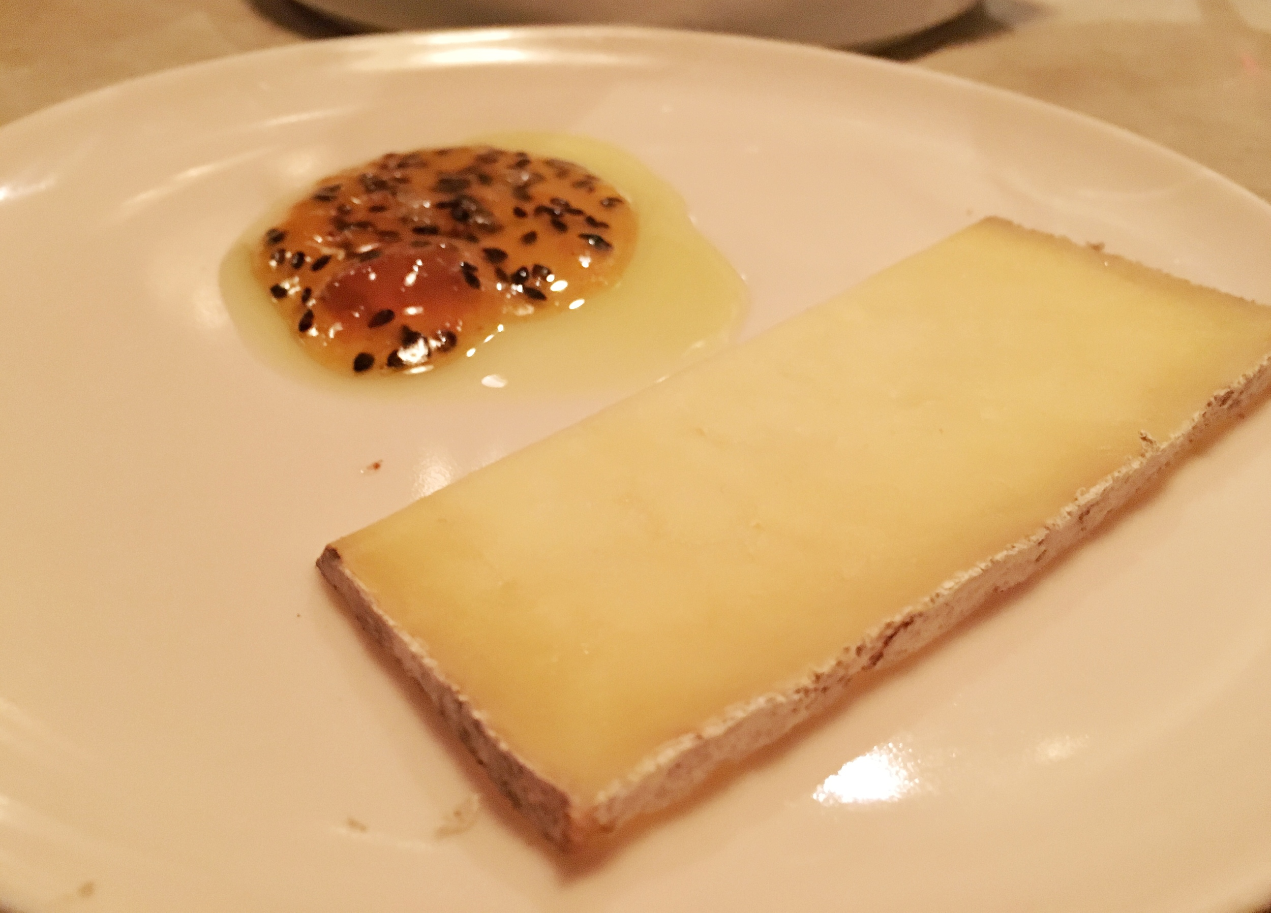 Semi soft cow's milk cheese and marmalade