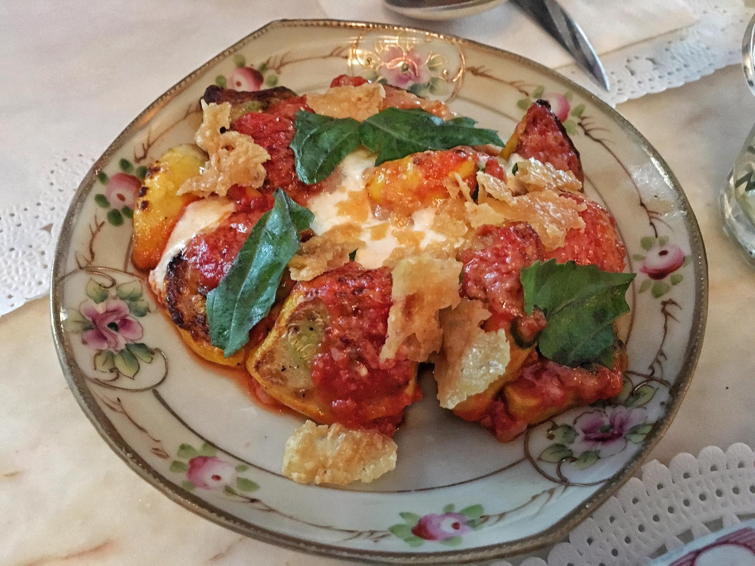 Squash with mozzarella, spicy tomato sauce and basil