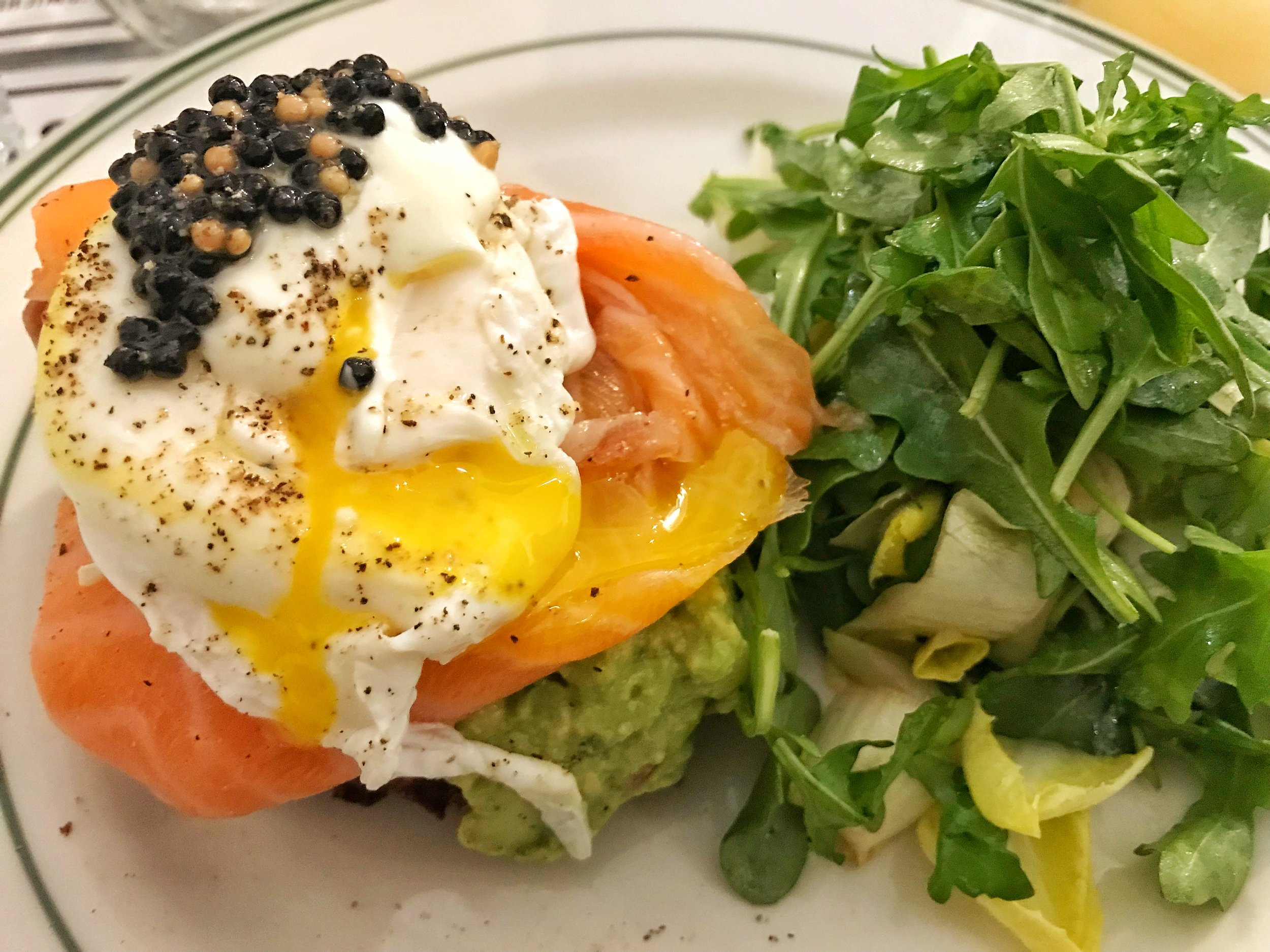 Gravalax: smoked salmon, poached egg, avocado, capers, dill