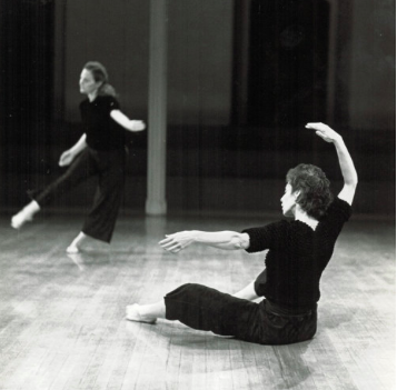 Susan Rethorst, choreographer,THE UNCERTAINTY PRINCIPLE OF LET'S SEE WHAT HAPPENS - Susan Rethorst, born in 1951 in Washington D.C., began modern dance studies at an early age. Tutorials with Judith Dunn at Bennington College laid the groundwork for Rethorst's artistic sensibility. Since 1975, Rethorst has steadily created dances out of New York City. Since 1995, she has divided her time between New York and Amsterdam, teaching choreography throughout Europe and Scandinavia and continuing to make work in both Europe and America.Rethorst's work has been presented by The Museum of Modern Art; The Kitchen Center, Dance Theater Workshop, Danspace Project at St. Marks, The Downtown Whitney Museum, among others, as well as at various dance theaters, universities, and festivals throughout the U.S. Internationally her work has been produced by The Holland Festival, Spazio Zero Rome, The Kunsthalle Basel, The Aix-en-Provence Festival, Jerusalem's Room Festival, among others.