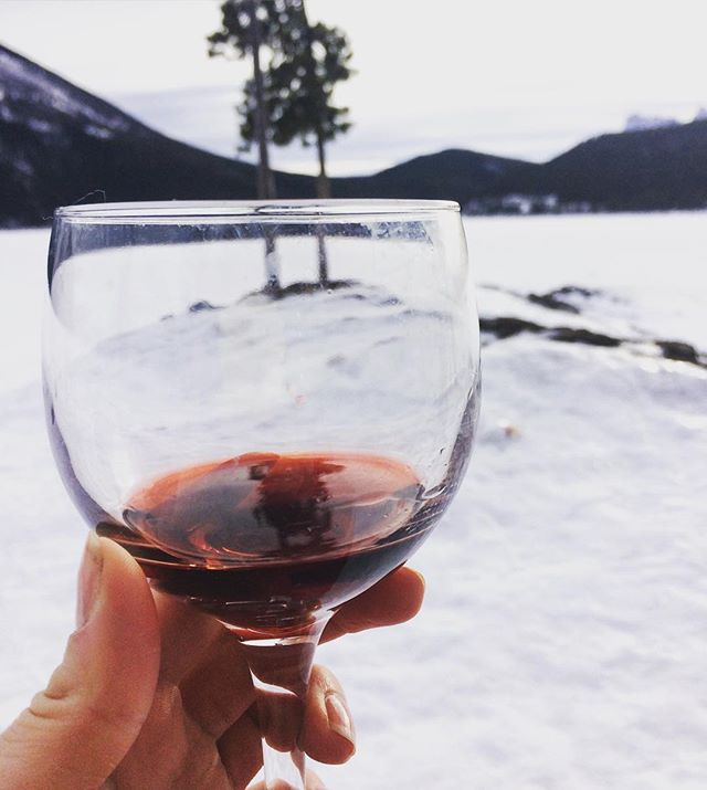 Hang in there YYC it's almost Friday. This weekend find a nice spot and enjoy a nice glass of wine ❄️🍷👌🏻 #thursdaywineday #banff #yyc #yycwine