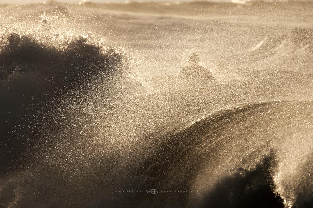 Sunrise Surf at Sandy Beach,Honolulu, Hawaii  Fuji XT2     1/800 sec.    f/6.4     ISO 100       Fujinon  XF 100-400mm F/4.5-5.6 R LM OIS WR Edited in Lightroom CC 2017 Copyright 2017 Ryan Sakamoto, All rights reserved