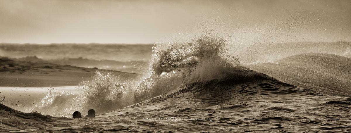 Sunrise at Sandy Beach,Honolulu, Hawaii  Fuji XT2  |  1/1250 sec. |  f/5.6  |  ISO 400  |    Fujinon XF100-400mm f/4.5-5.6 R LM OIS WR  Edited in Lightroom & Photoshop CC  Copyright 2017 Ryan Sakamoto, All rights reserved