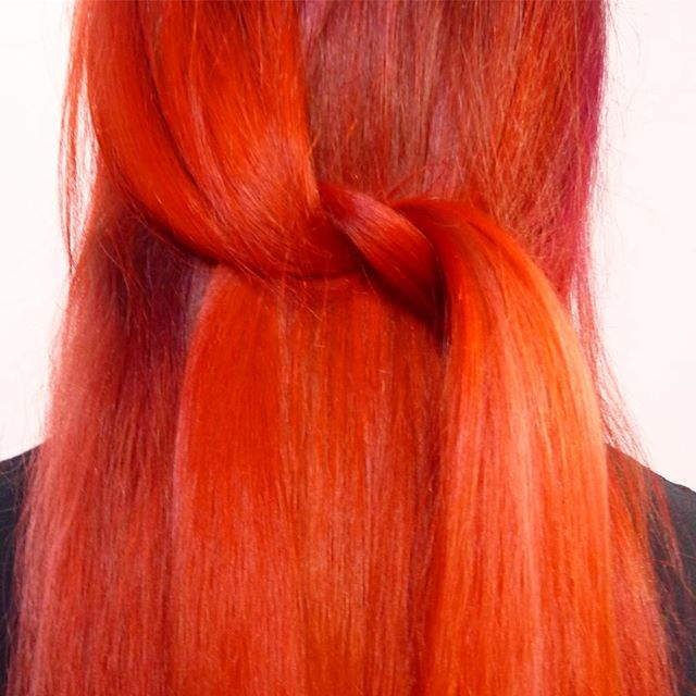 Close up of this firey red 🔥  #sparks #sparkscolor #blondeme #schwarzkopf #unicorntribe #hotonbeauty #vivid #cosmoprof #behindthechair