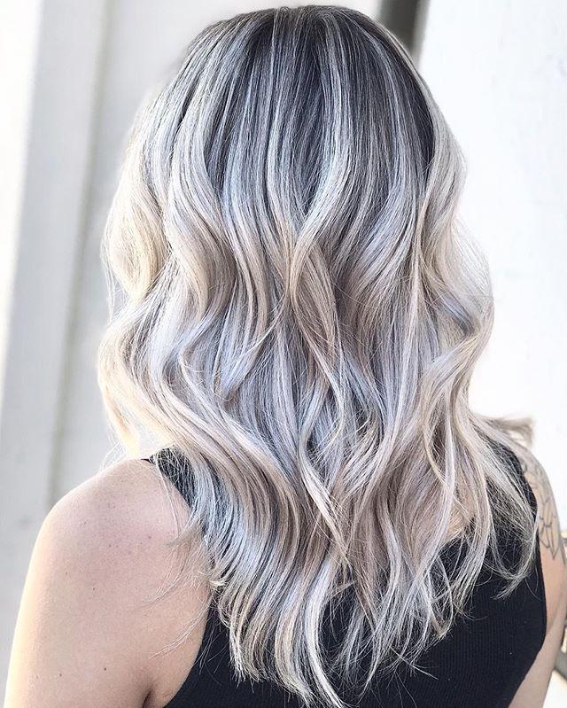 This beauty and her blonde 😍 #balayage #yyjhair #balayagehighlights #blondeme #shadeseq #hairstyles #blondebalayage #blonde #copperandashcollective #yyjstylist