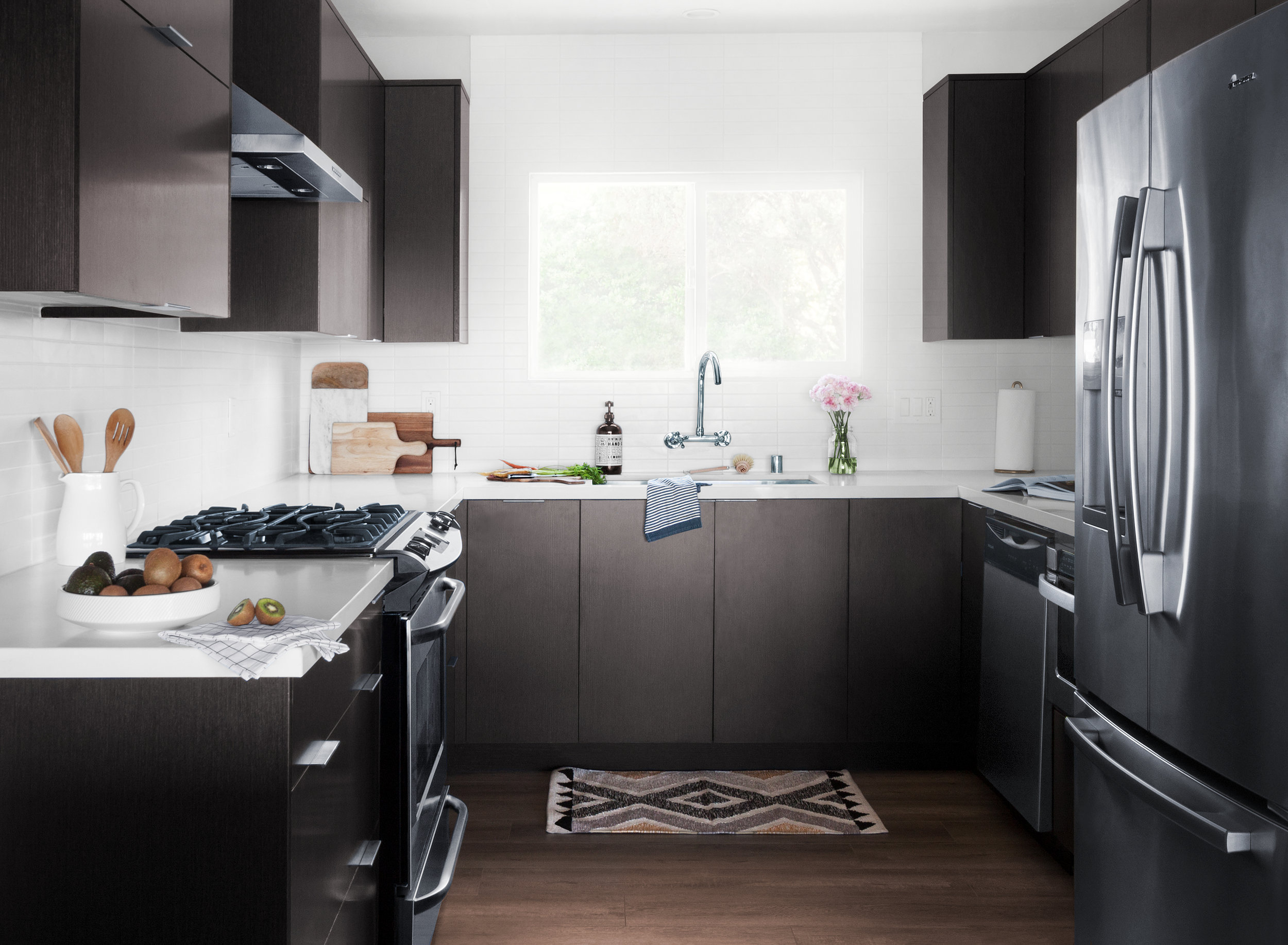 interior-photography-black-and-white-kitchen.jpg