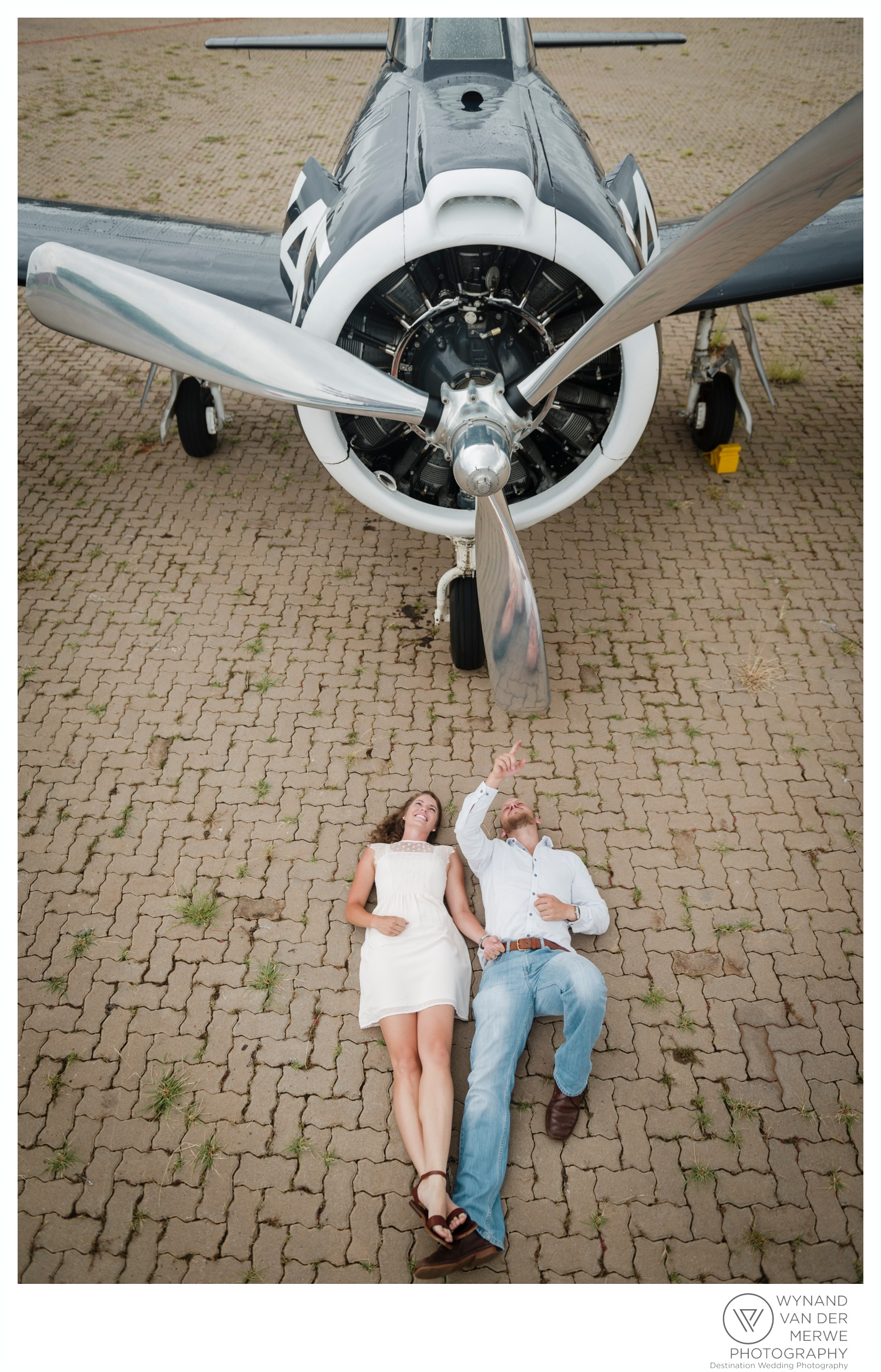 WynandvanderMerwe_weddingphotography_engagementshoot_wonderboomairport_aeroplane_klaasjanmareli_gauteng_2018-6.jpg