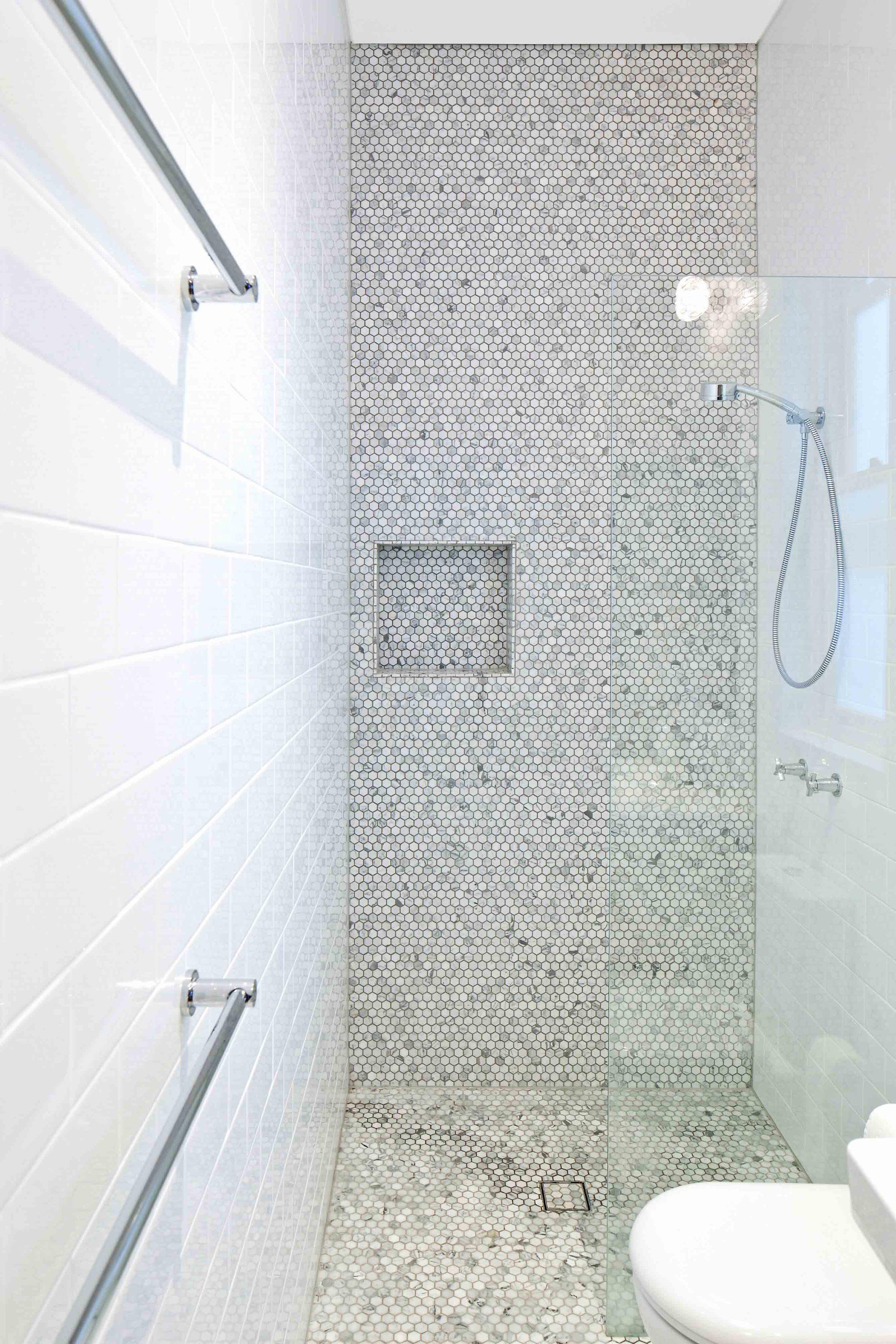 Hastings Parade Bondi bathroom shower low res.jpg