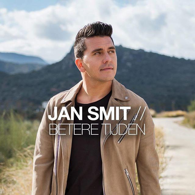 De nieuwe single van Jan Smit is uit! 'Betere Tijden' is geschreven door Peter Slager en Paskal Jakobsen, de heren van Bløf! #metanderewoorden #jansmit #beteretijden